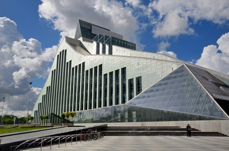 Édifice moderne de la ville letton Riga photos stock