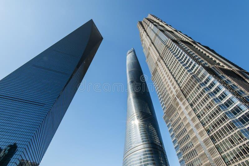 3 édifices hauts à Changhaï, y compris le troisième bâtiment le plus grand au monde images stock