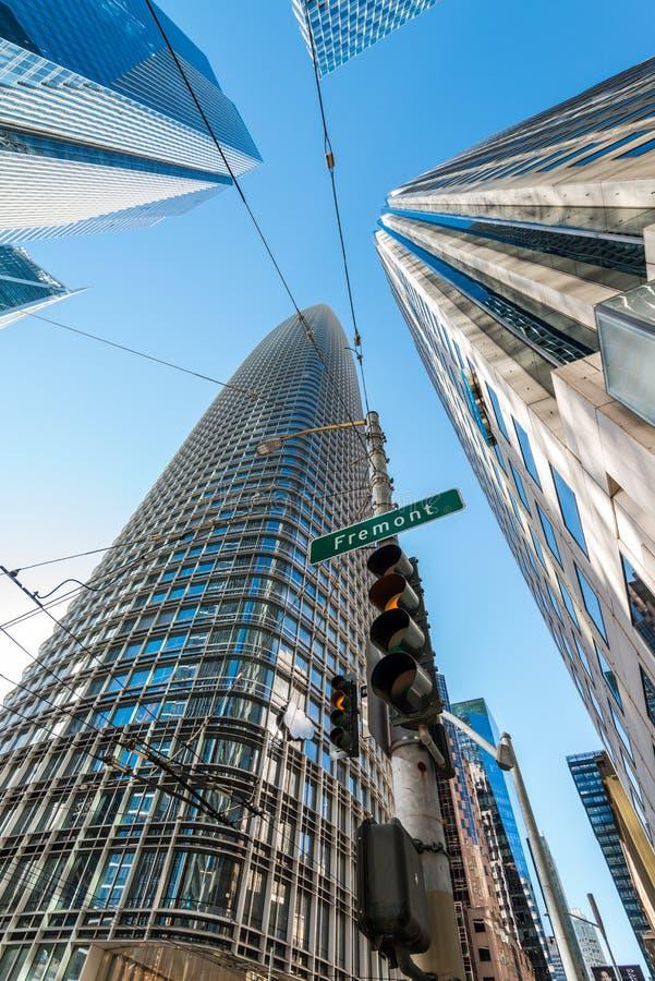 Édifices hauts dans le secteur financier du ` s de San Francisco images libres de droits