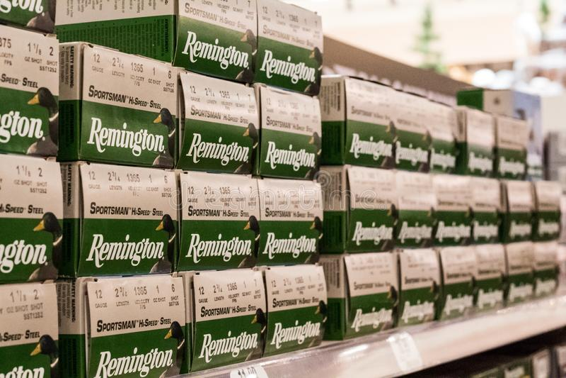 ÉDITORIAL : Étagères de Remington 12 coquilles de fusil de chasse de mesure photo stock