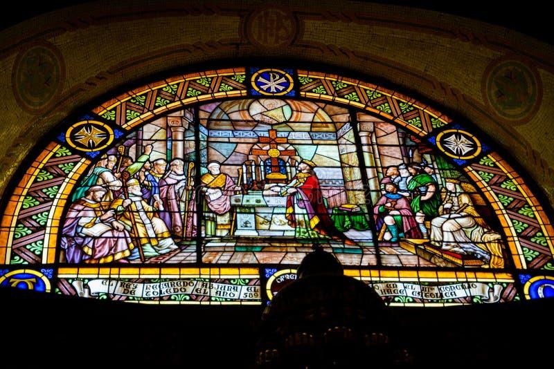 éditorial Mai 2018 Fenêtre en verre teinté dans l'intérieur du Tem images libres de droits