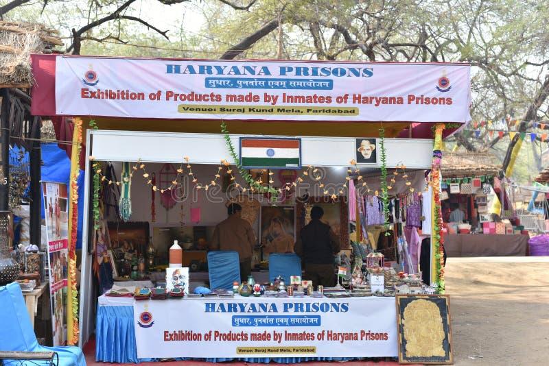 Éditorial : Surajkund, Haryana, Inde : La boutique de métiers par des détenus de prisons de Haryana dans le 30ème International o image libre de droits