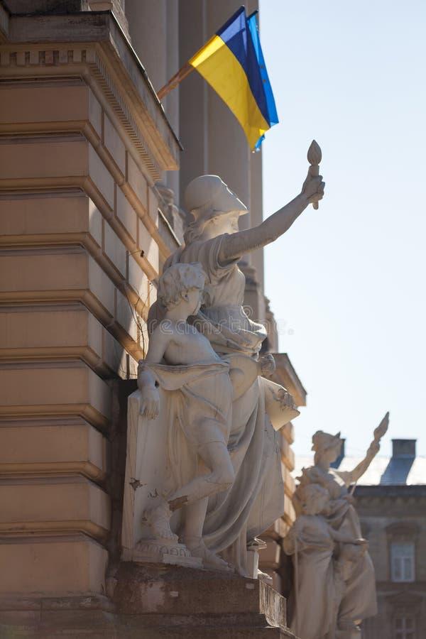 Éducation allégorique de composition en sculpture sur la façade du bâtiment principal d'Ivan Franko National University photo stock