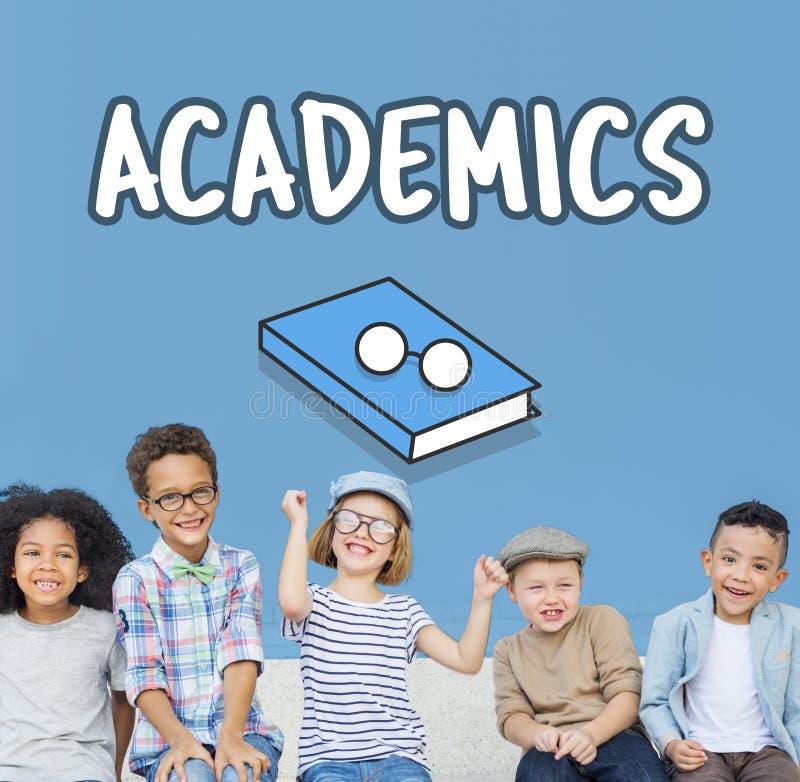 Éducation apprenant le concept d'universitaires de la connaissance photos libres de droits