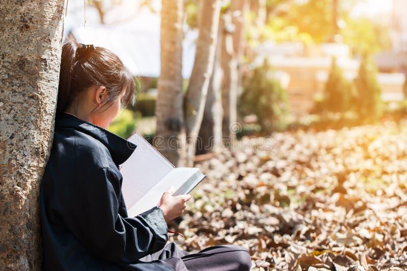 Éducation Apprentissage Concept d'études : Jolie jeune fille asiatique mignonne photos libres de droits