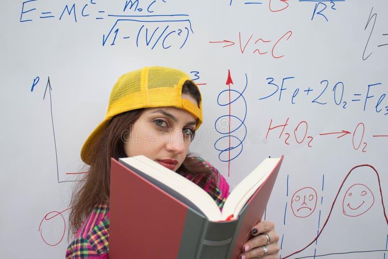 Éducation et développement des qualifications de la vie Livre de la connaissance d'éducation de développement photographie stock libre de droits