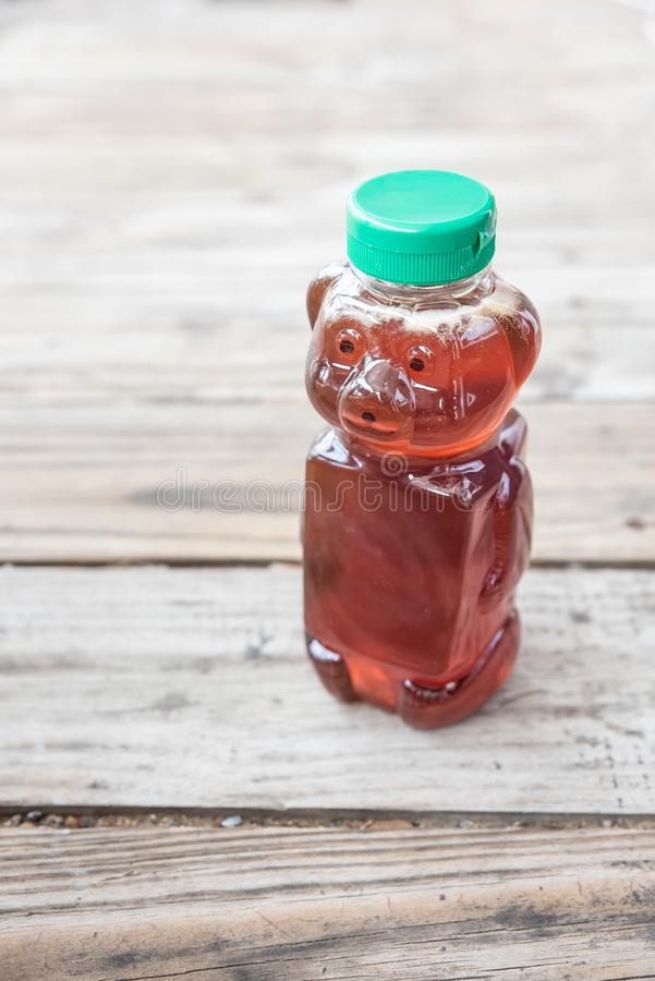Édulcorant naturel organique, miel, sur le fond en bois solide avec la pièce pour la copie photos libres de droits
