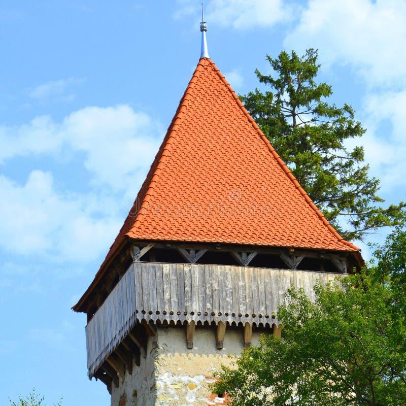 Église évangélique saxonne médiévale enrichie dans le village Cata, la Transylvanie, Roumanie photographie stock