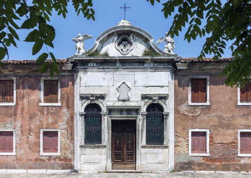 Église abandonnée en île de Burano, Venise images stock
