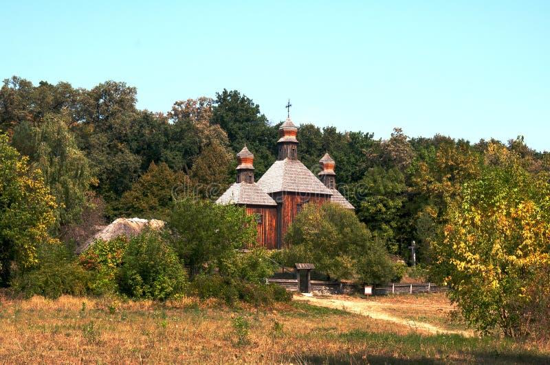 Église antique dans le jardin photo libre de droits