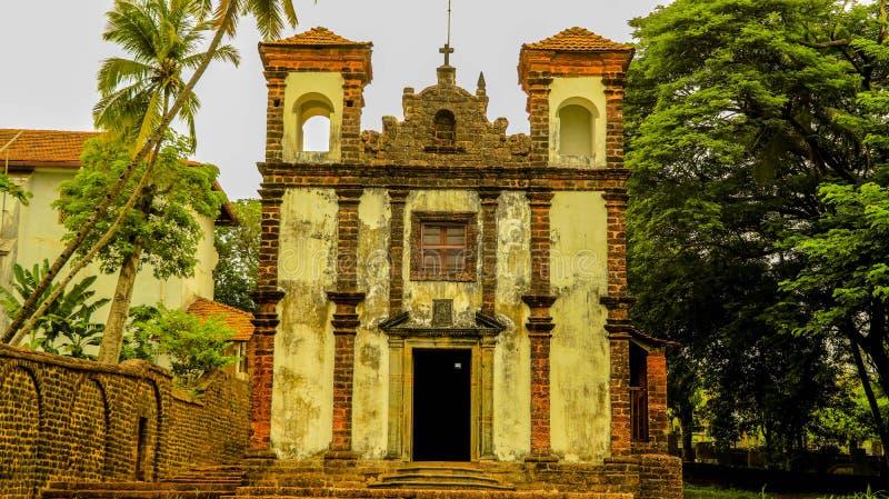 Église antique dans le vieux goa images libres de droits