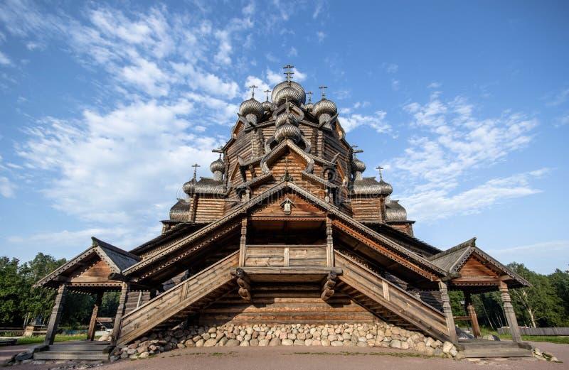 Église antique en bois de Karjala images libres de droits