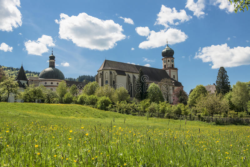 Église avec la tour oninon-voûtée image stock