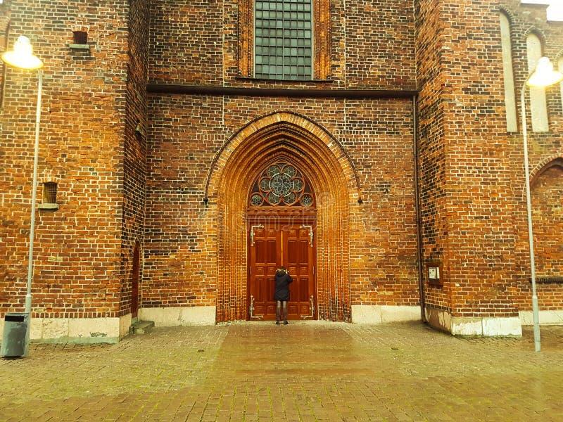 Église avec Man Denmark Nakskov images stock