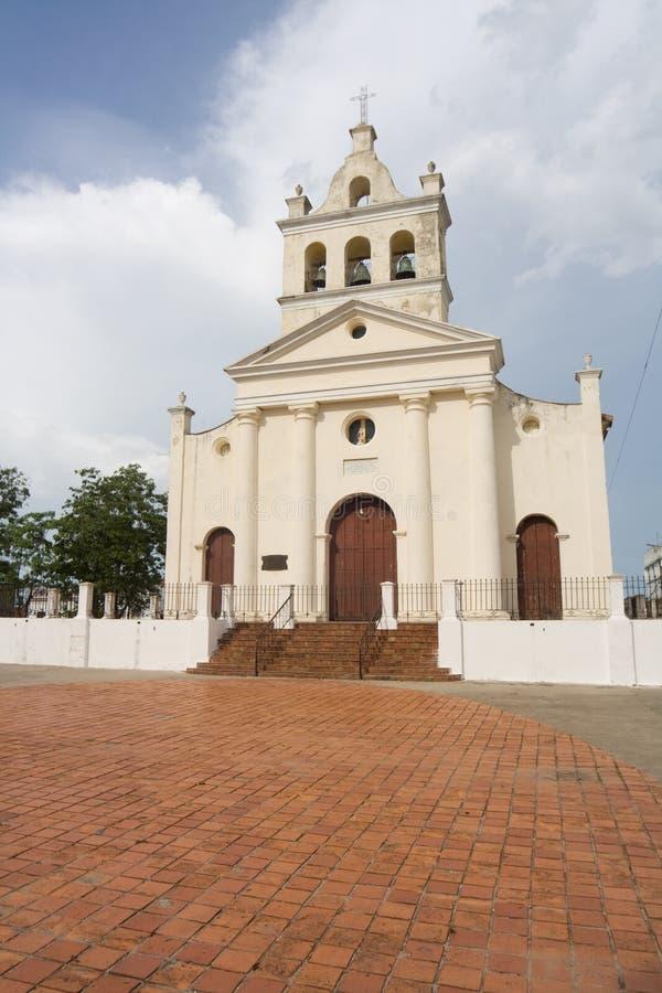 Église avec trois cloches dans la ville de Santa Clara (v) image stock