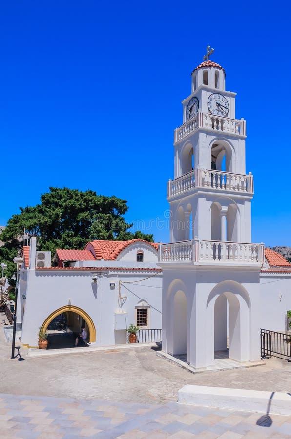 Église avec une tour de cloche Kato Monastery Tsambika rhodes photos stock