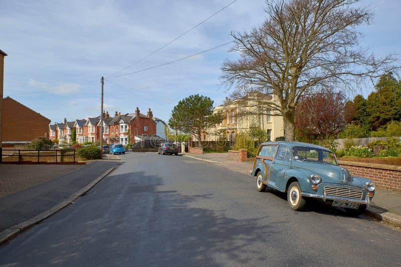 Église Blacklands du Christ et voiture en bois Morris Minor photographie stock