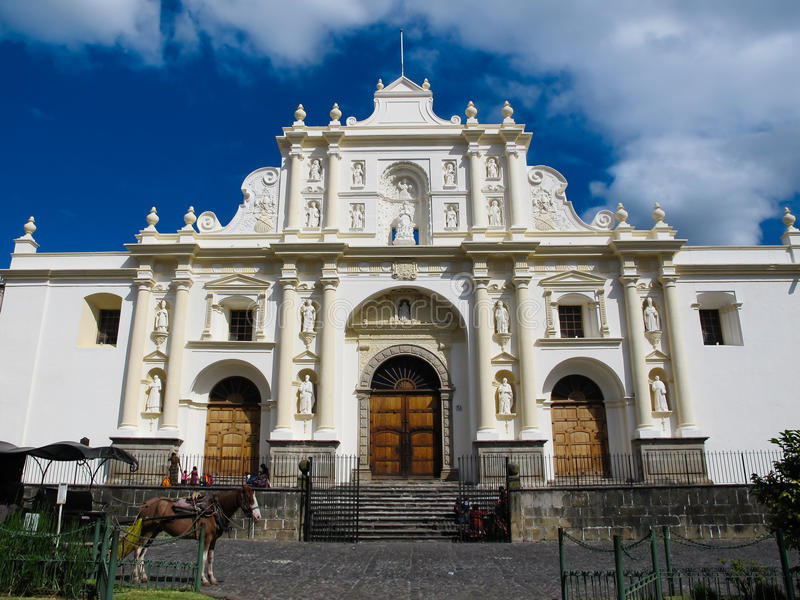 Église blanche à l'Antigua photo stock