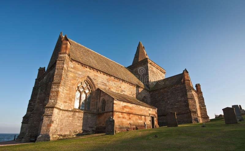Église côtière en Ecosse un après-midi ensoleillé photographie stock libre de droits