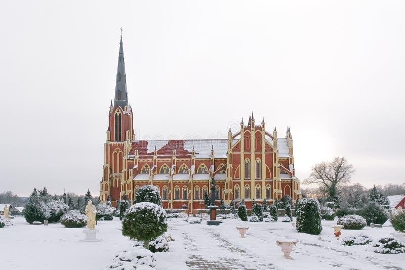 Église catholique dans Gervyaty images stock