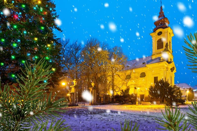 Église catholique dans l'époque de Noël images stock