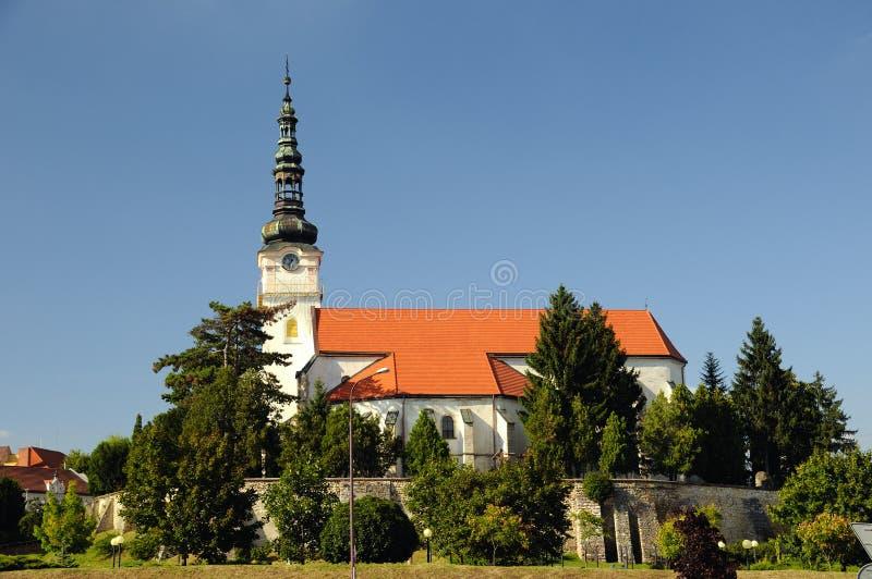 Église catholique dans le mesto NAD Vahom de Nove de ville photo stock