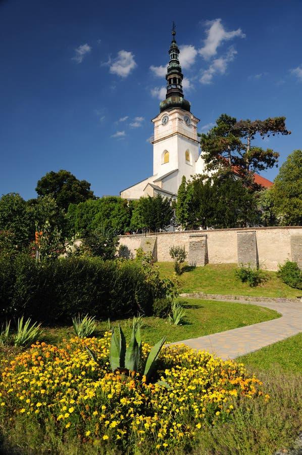 Église catholique dans le mesto NAD Vahom de Nove de ville image libre de droits