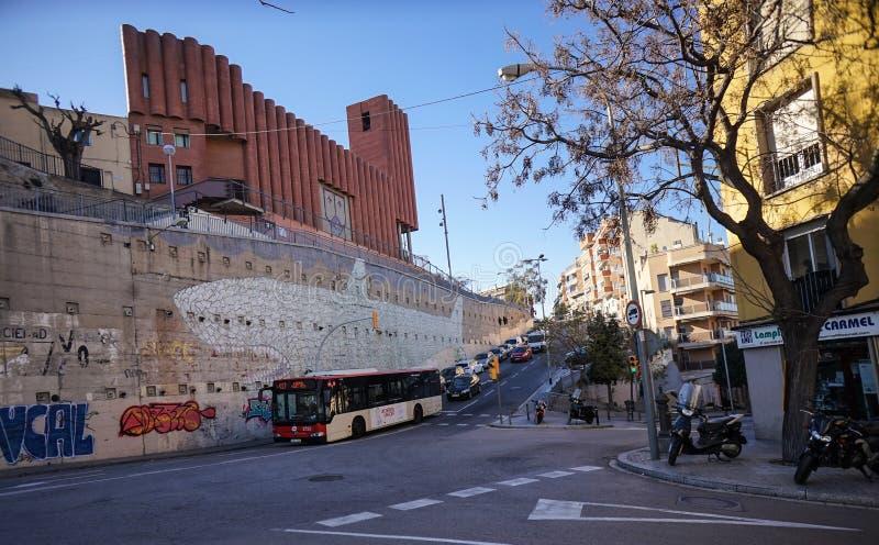 Église catholique et graffiti à Barcelone photographie stock libre de droits