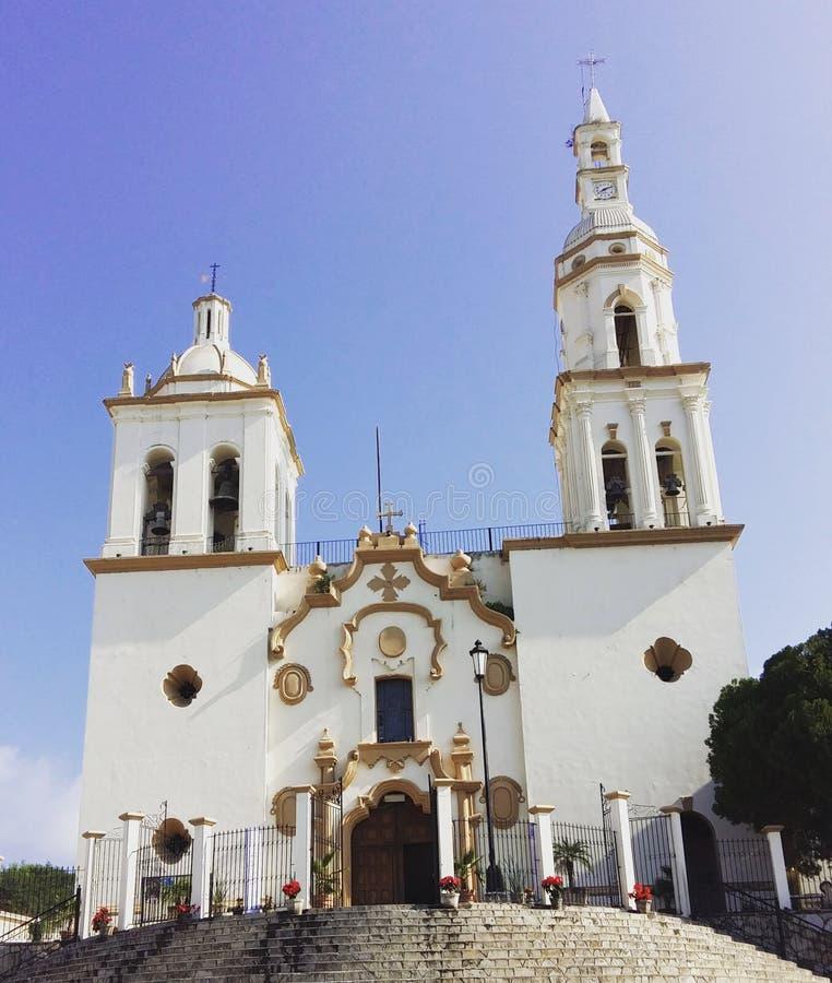 Église coloniale mexicaine antique de style photographie stock libre de droits