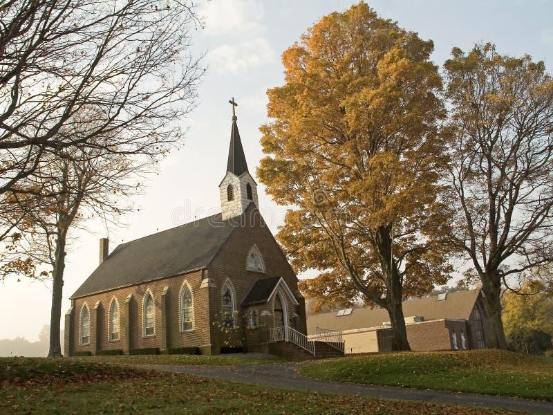 Église d'automne photo stock