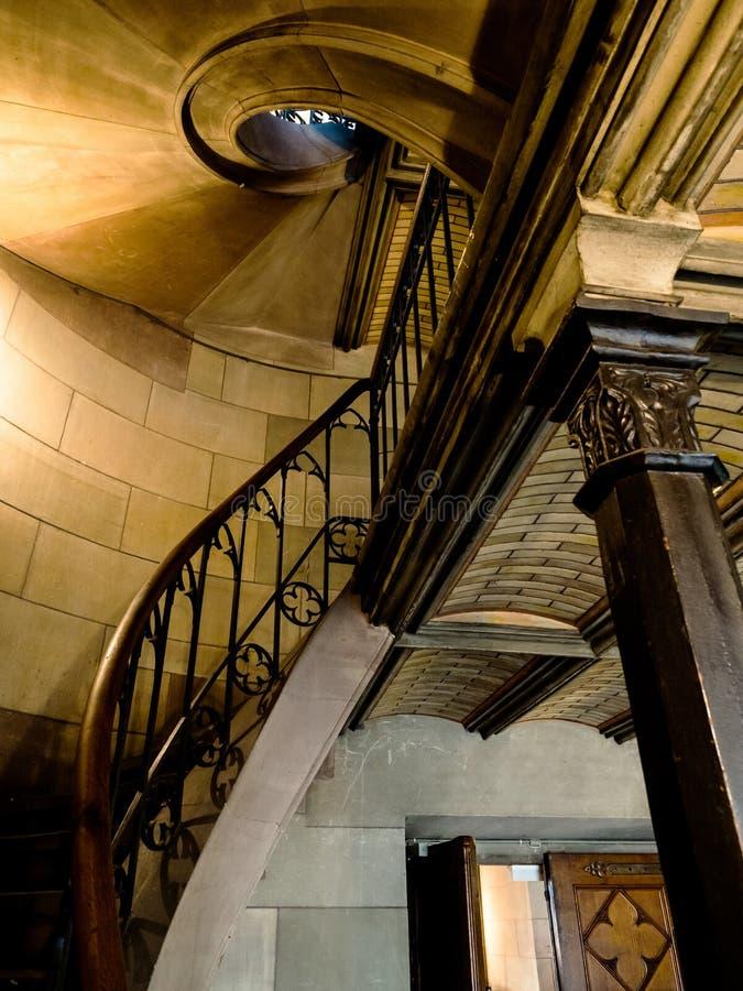 Église d'Elisabeth à Bâle, vue intérieure, architecture majestueuse photographie stock libre de droits