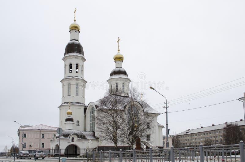Église d'hypothèse sur le remblai du dvina du nord Arkhangelsk Russie images stock