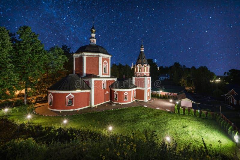 Église d'Uspenskaya la nuit lumière des étoiles dans Suzdal photo libre de droits
