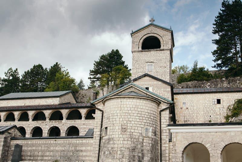 Église dans Cetinje, Monténégro à l'été photo libre de droits