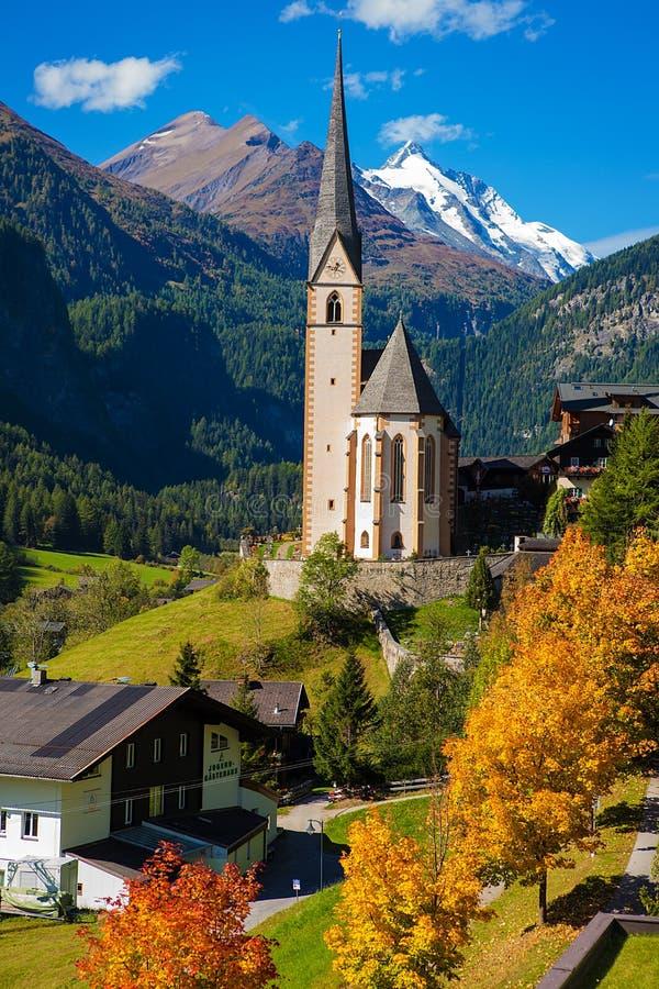 Église dans Cortina, automne, Italie photos stock