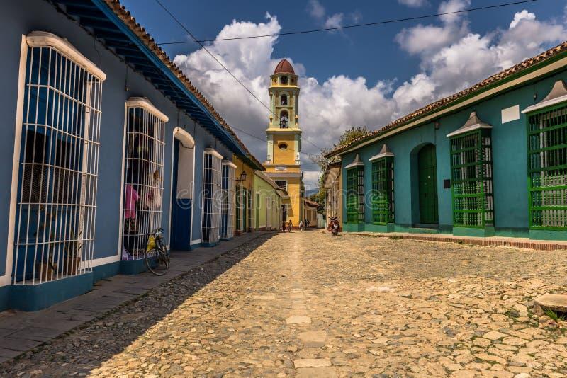 Église dans des rues du Trinidad, Cuba photographie stock