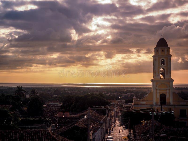 Église dans le coucher du soleil au Trinidad photo libre de droits