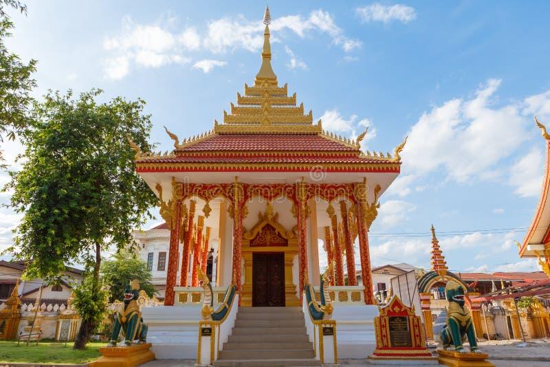 Église dans le petit groupe du Laos photographie stock libre de droits