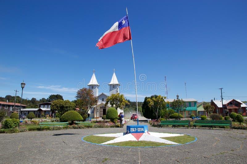 Église dans le village de Chacao, île de Chiloe, Chili image stock