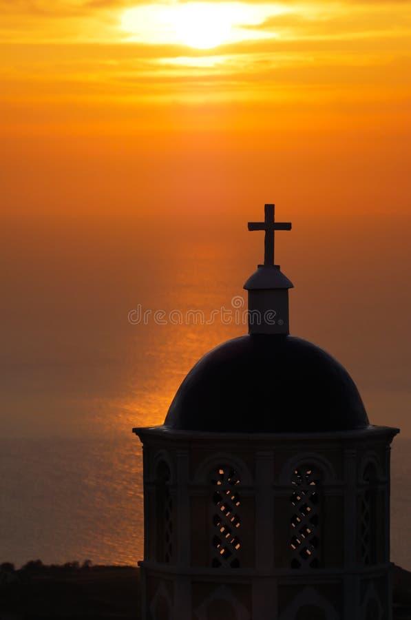 Église dans Santorini au lever de soleil photographie stock