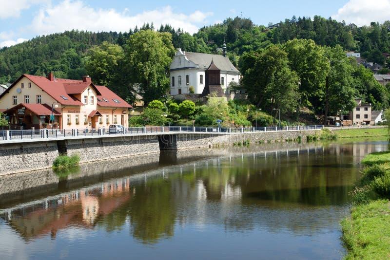 Église dans Zelezny Brod, République Tchèque photo libre de droits