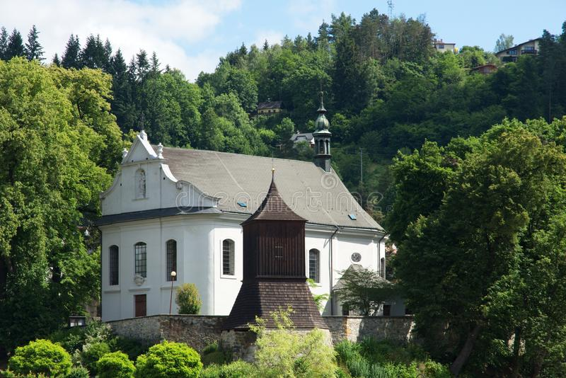 Église dans Zelezny Brod, République Tchèque image libre de droits
