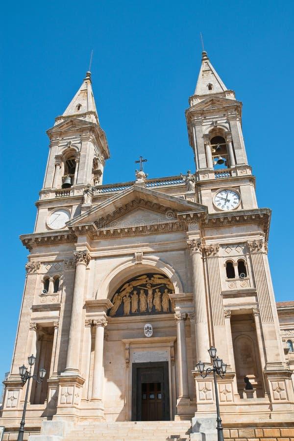 Église de basilique des solides solubles Cosma e Damiano Alberobello La Puglia l'Italie images libres de droits