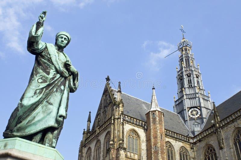 Église de Bavo de saint, presse typographique d'inventeur de statue, Haarlem image stock