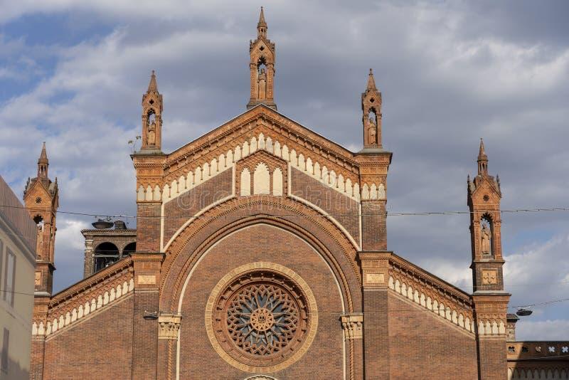 Église de carmin à Milan, Italie image libre de droits