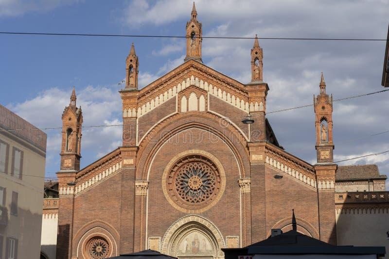 Église de carmin à Milan, Italie photos stock
