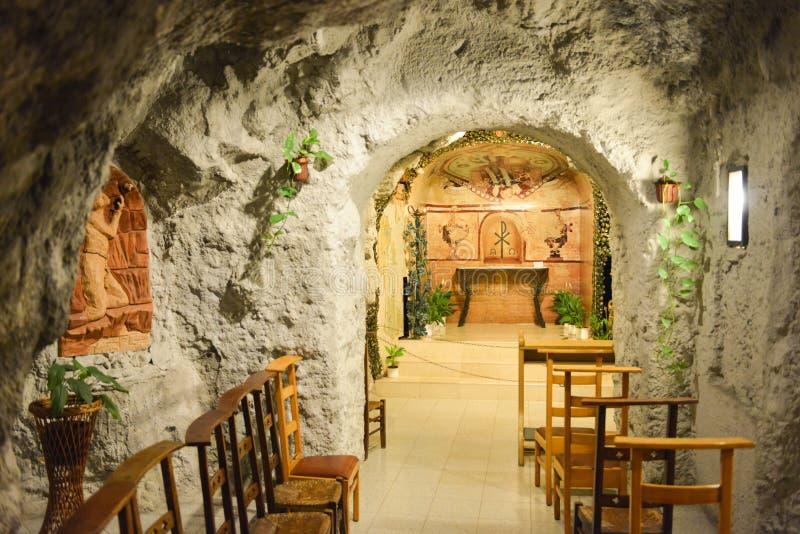 Église de caverne de colline de Gellert, Budapest, Hongrie photos stock