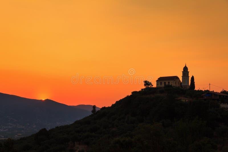 Église de coucher du soleil images stock