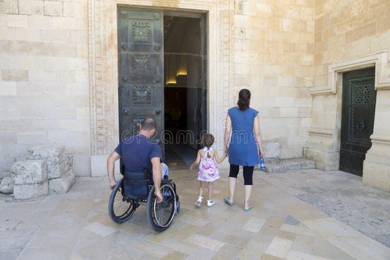 Église de fauteuil roulant images libres de droits
