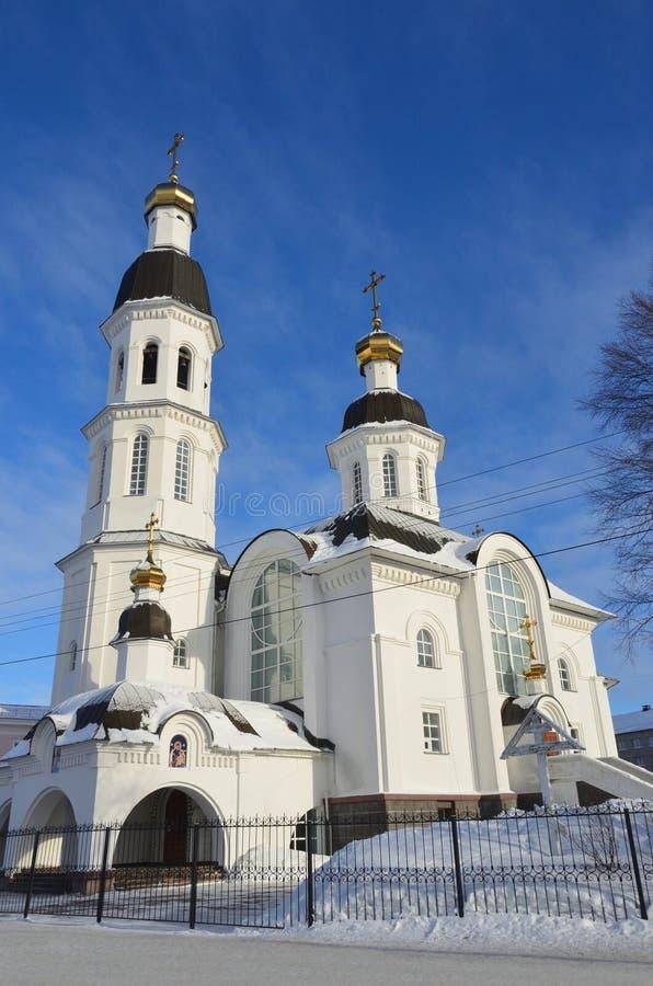 Église de l'acceptation de la mère de l'église d'Uspenskaya de Dieu dans Arkhangelsk sur la rue de Loginov, Russie photographie stock libre de droits